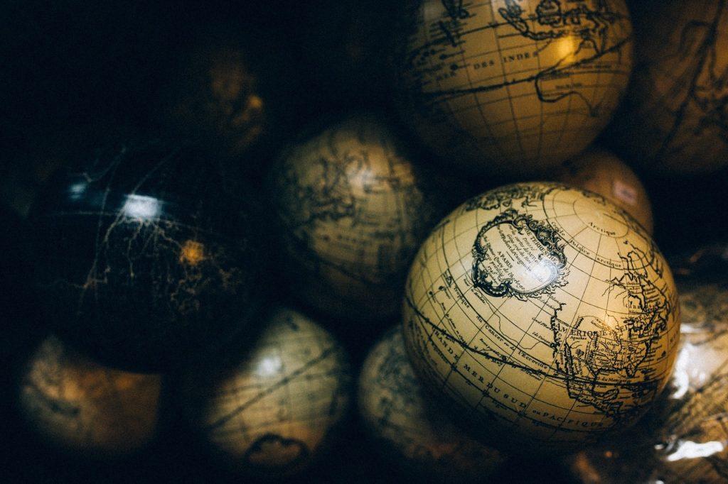 globes-1246245_1280